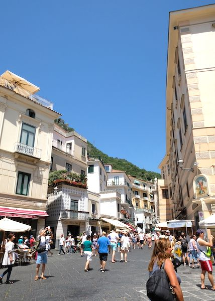 Busy road in the centre of Amalfi