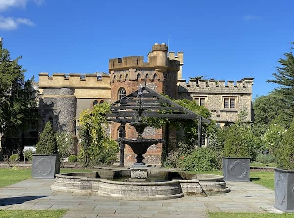 The fountain in the back of the castle