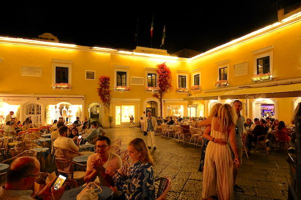 The Piazzetta at night